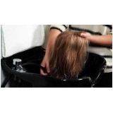 manutenção de peruca entrelaçada